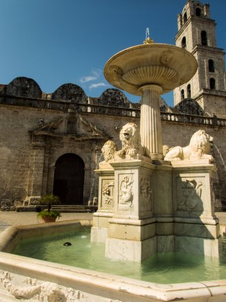Fountain at Plaza de San Francisco