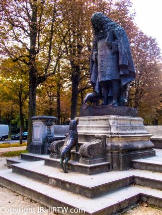 Monument to Jean de La Fontaine