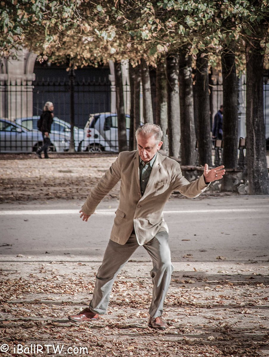 Tai Chi in the Place des Vosges – iball round the world