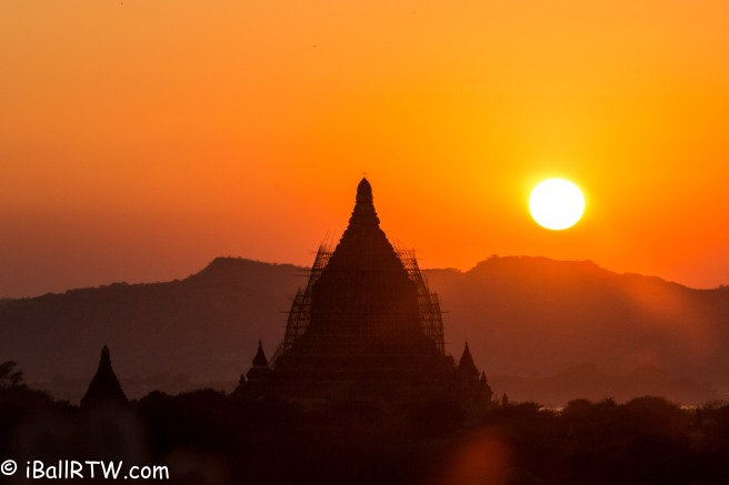 iBallRTW - Sunrise in Bagan